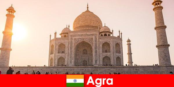 Внушителните дворцови комплекси в Агра Индия са съвет за пътуване за почиващите