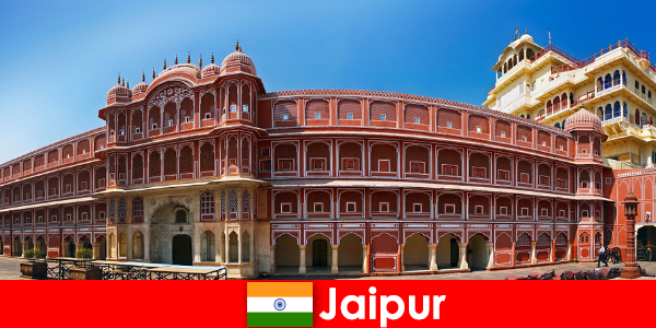 Повечето необичайни архитектури привличат много туристи в Джайпур