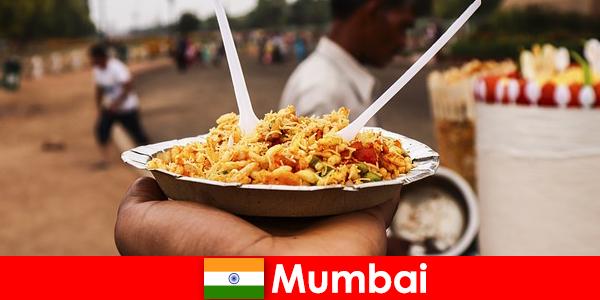 Мумбай е място, известно на туристите заради своите улични търговци и храна