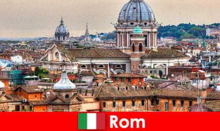 Римски космополитен метрополис с много църкви и параклиси отправна точка за непознати