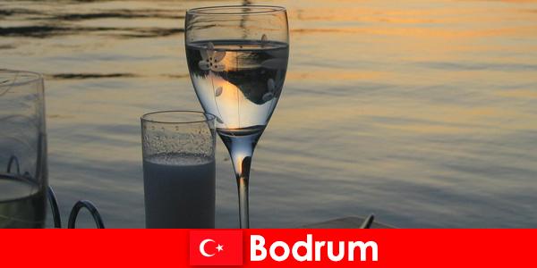 В Турция Бодрум дискотеки клубове и барове за млади туристи