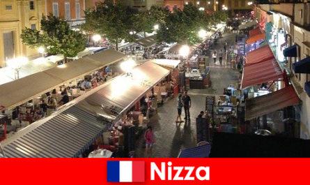 Ница предлага уютни ресторанти и добре посещавани места за нощен живот за чужденци
