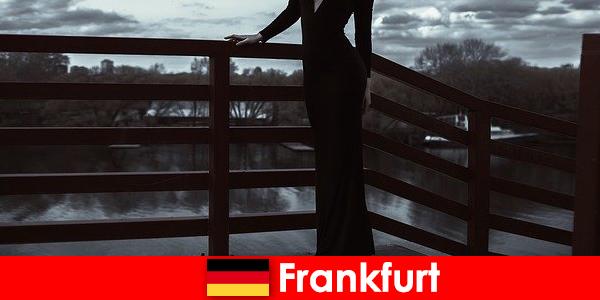 Чувствените мениджърски ескорти във Франкфурт на Майн глезят клиентите си от главата до петите