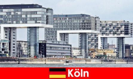 Внушителните високи сгради в Кьолн изумяват непознати