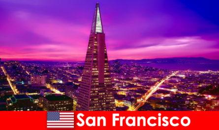Сан Франциско е оживен културен и икономически център за имигранти