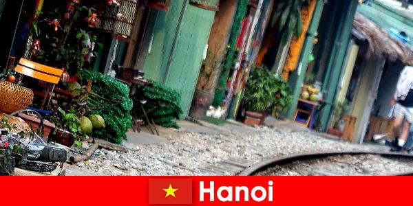 Ханой е очарователната столица на Виетнам с тесни улички и трамваи