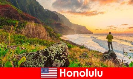 Хонолулу е известен с плажовете, океана, залезите за уелнес и ваканционни почивки