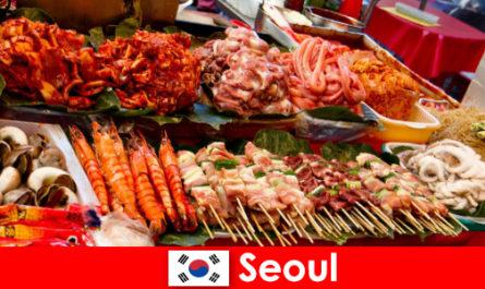 Сеул е известен и сред пътешествениците със своята вкусна и креативна улична храна