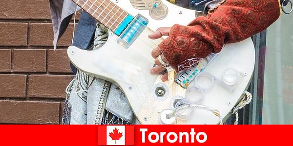 Непознатите обичат Торонто заради неговата отвореност към музикалната сцена на всички култури