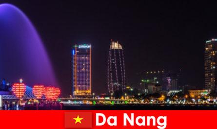 Да Нанг е внушителен град за новодошлите във Виетнам