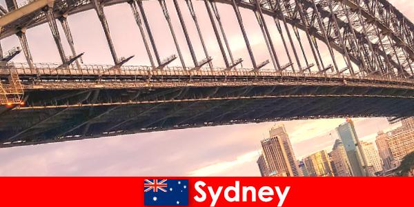 Сидни със своите мостове е много популярна дестинация за туристите в Австралия