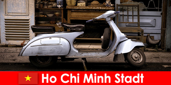 Хошимин Сити Виетнам предлага на туристите мопедни обиколки по оживените улици