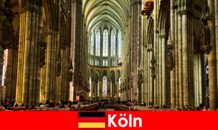 Поклонение за непознати на тримата свети крале в катедралата в Кьолн