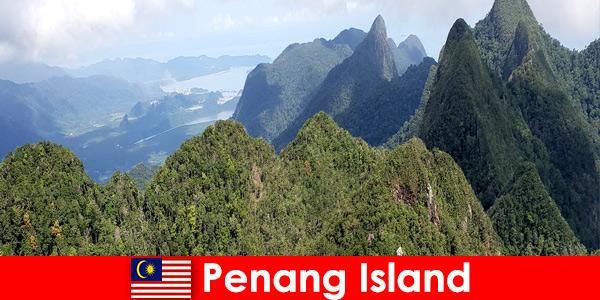 Почиващите изследват чудесното открито с фуникулера на остров Пенанг в Малайзия