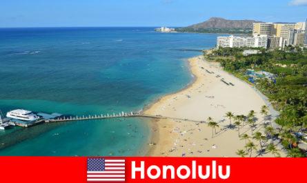 Типична дестинация за отдих туристите край морето е Хонолулу, САЩ