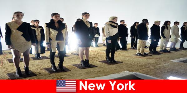 Културно турне за непознати в известния театрален квартал на Ню Йорк, САЩ