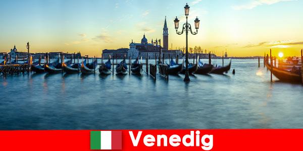 Мечтаният меден месец за двойки в плаващия град Венеция, Италия