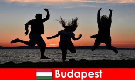 Будапеща Унгария за млади купонджии с музика и евтини напитки в барове и клубове
