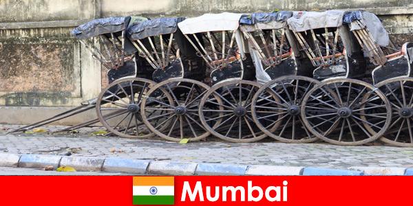Мумбай в Индия предлага на любителите на пътуванията разходки с рикша по претъпканите улици