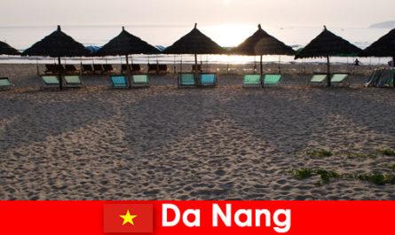 Луксозни курорти на красиви пясъчни плажове за туристи в Дананг Виетнам