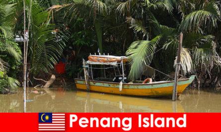 Пътуване на дълги разстояния за туристи от джунглата на остров Пенанг в Малайзия