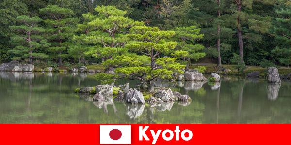 Японските градини канят чуждестранни гости за релаксиращи разходки в Киото