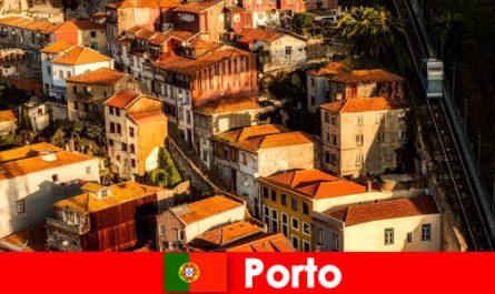 Разходка през уикенда през стария град на Порто Португалия