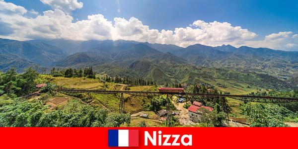 С влак през селата и планините във вътрешността на Ница Франция