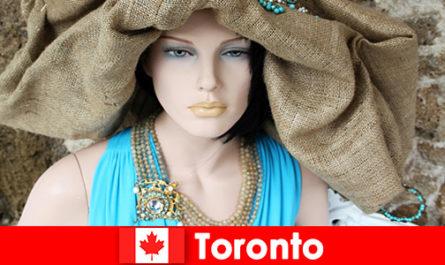 Посетителите могат да намерят всякакви странни магазини в космополитния център на Торонто, Канада