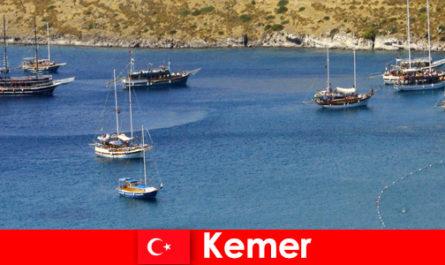Приключенско пътуване с лодка в Кемер Турция за влюбени двойки и семейства