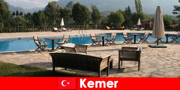 Евтини полети, хотели и къщи под наем до Кемер Турция за летни туристи със семейство