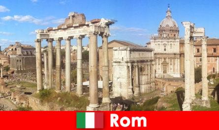 Автобусни обиколки за европейски гости до древните разкопки и руините в Рим Италия