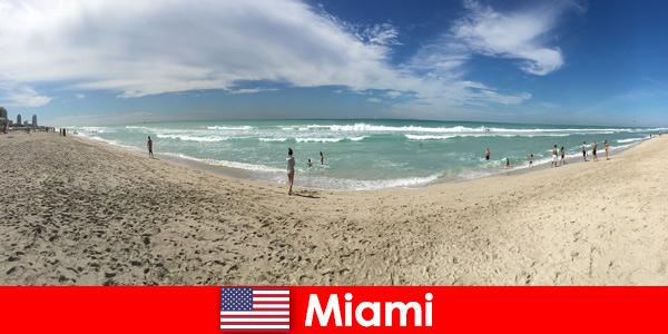 Младите пътешественици намират топлото Маями в САЩ вълнуващо, модерно и уникално